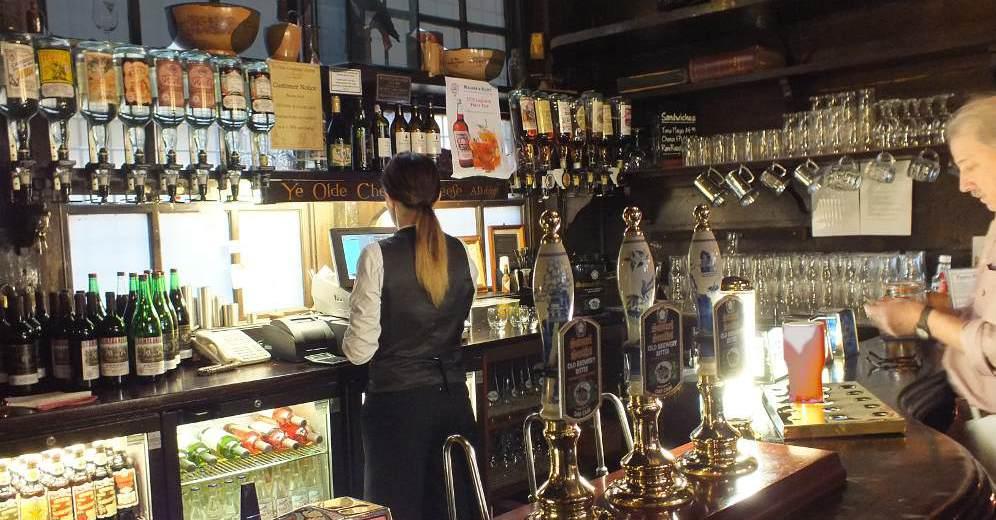 Photos of english pubs